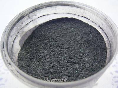 SQ mica poeder, 10 gram zilver - zwart in een gripzakje.