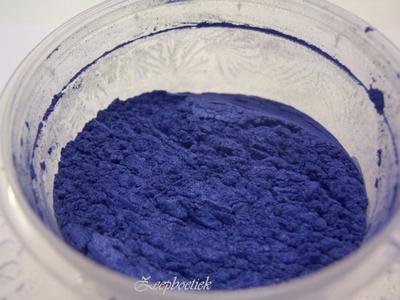 SQ mica poeder, 10 gram marine blauw in een gripzakje.